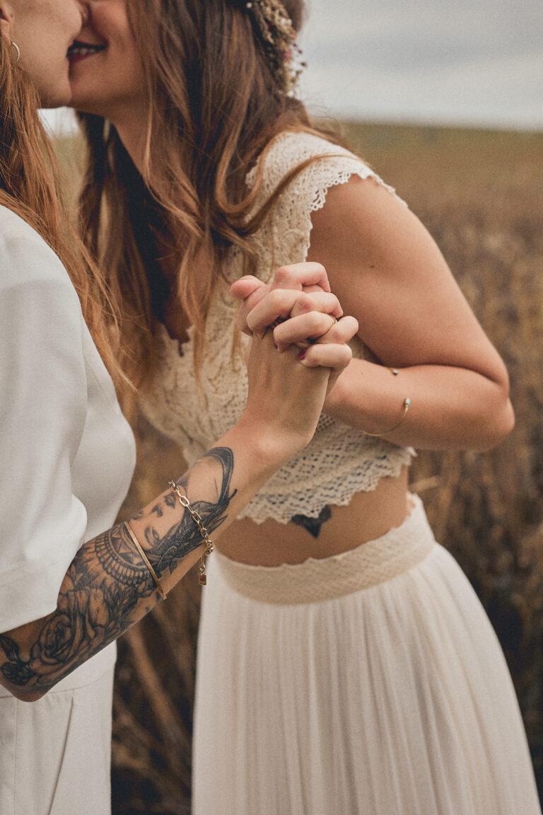 Liebevolles Brautpaarshooting am Tag der Hochzeit