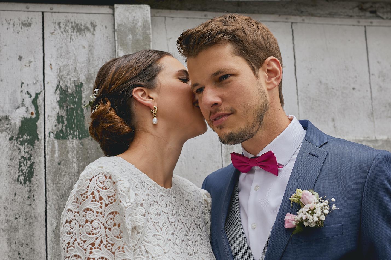 Liebevolles Brautpaatshooting